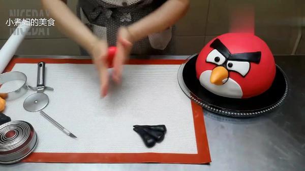 哪个最美味?愤怒的小鸟主题小蛋糕