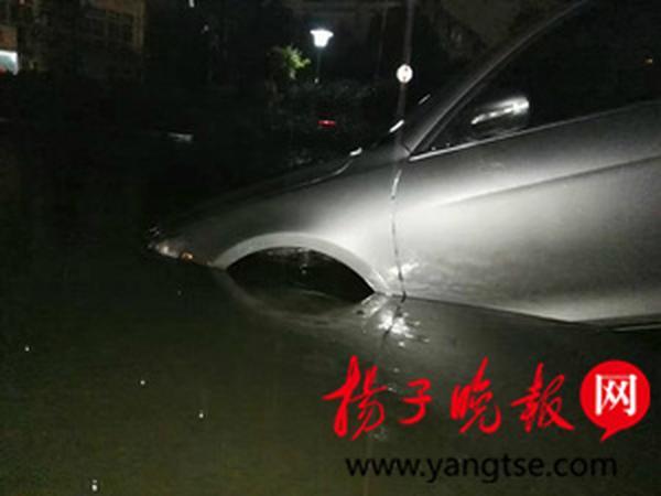 代驾将车开进水池泡了5小时 滴滴只赔修车钱
