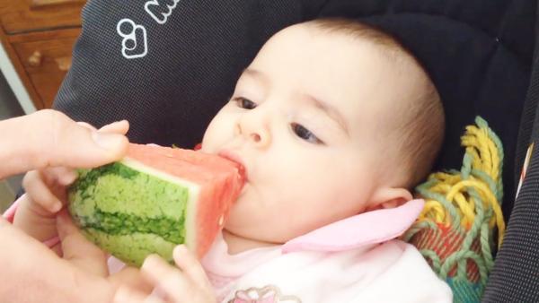 宝宝吃西瓜好吗,吃不好西瓜就是毒药?宝宝吃西瓜妈妈不得注意的这些事!