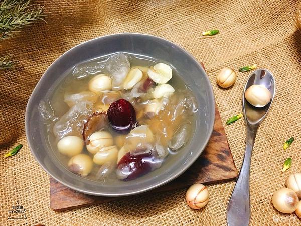 雪耳莲子红枣糖水的做法