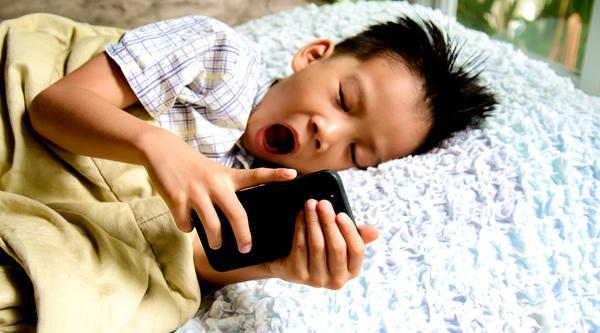 一天玩多久手机合适,玩太久手机会怎么样