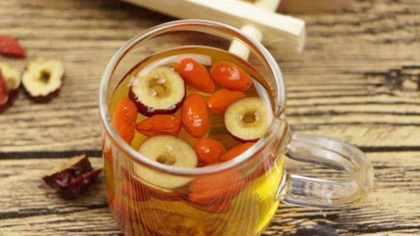 枸杞红枣泡水加蜂蜜有副作用吗,枸杞红枣泡水加蜂蜜能不能每天喝