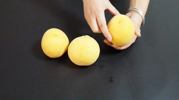 黄桃怎么挑 吃黄桃有什么好处