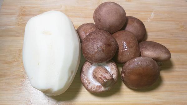 香菇能和土豆一起吃吗,香菇可以和土豆一起吃吗,香菇可以和土豆同吃吗