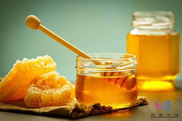 喝蜂蜜忌吃什么呢