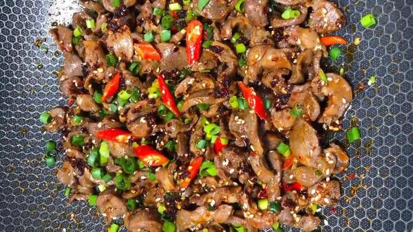 香菇木耳辣炒鸡珍的做法