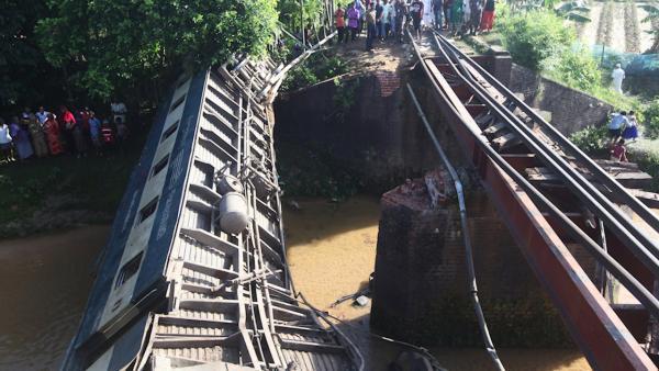 孟加拉国火车脱轨:孟加拉国一辆火车发生脱轨,至少5死超100人受伤