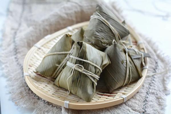 粽子教程:手把手教你包甜粽 做出家里的味道