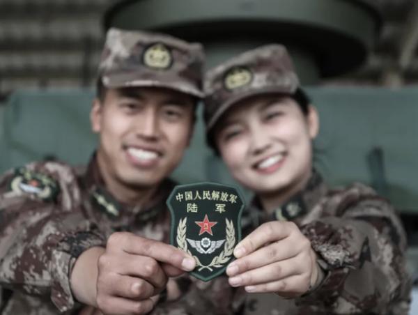 王鑫尧老婆是图片 成功求婚相恋6年女友没想到是她