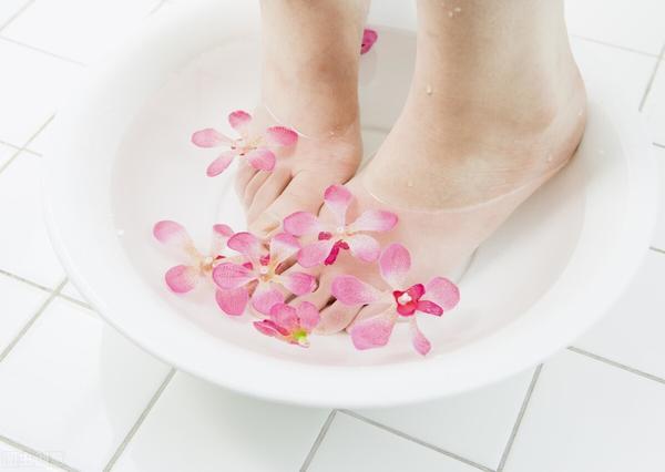 月经期可以使用温水泡脚吗