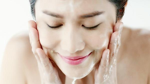 盐水洗脸能天天洗吗 盐水洗脸多久洗一次