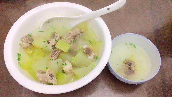 冬瓜排骨汤的功效与作用,冬瓜排骨汤的适宜人群和禁忌人群