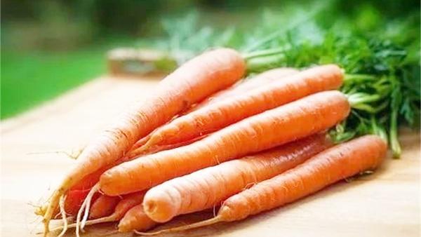吃胡萝卜有什么好处,胡萝卜和什么一起吃最好