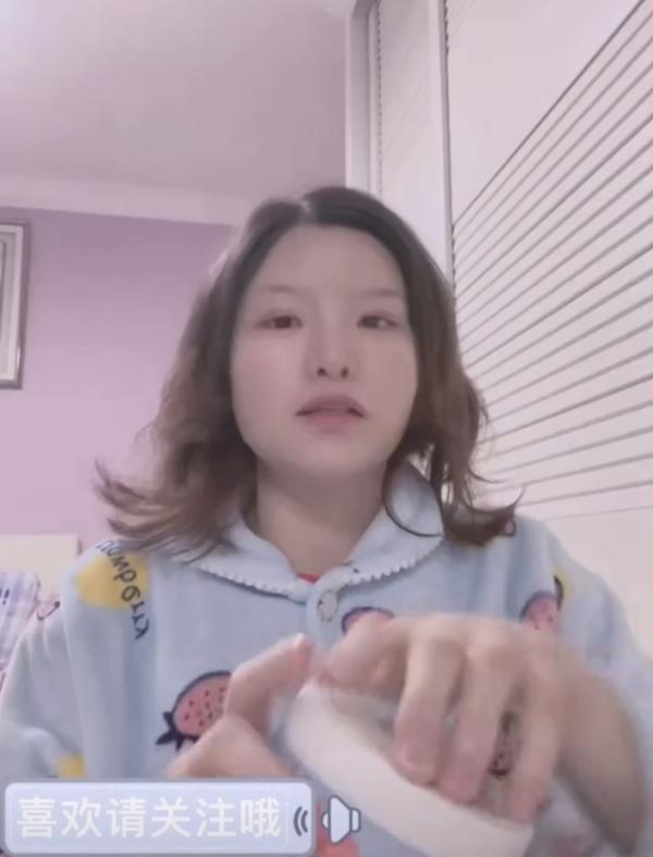 痱子粉可以去头发油吗,头发油可以用痱子粉吗