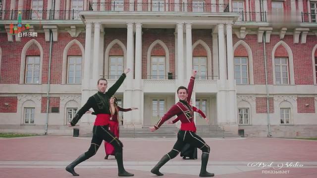 地位再高的中亚男人,跳这个舞的时候也会变成陪衬