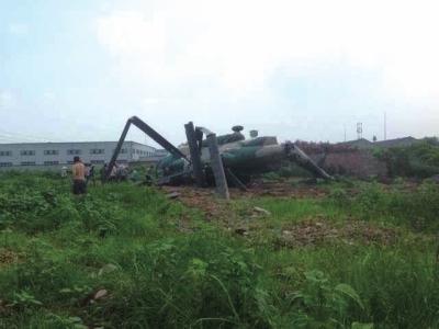 四川一军用直升机发生坠机事故 致五人受伤