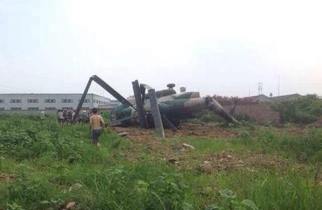 详讯:一架小型军用飞机在巴基斯坦坠毁已致17人死亡