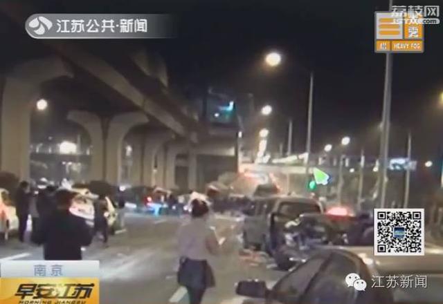 南京发生惨烈车祸 系公职人员醉驾连撞7车致2死