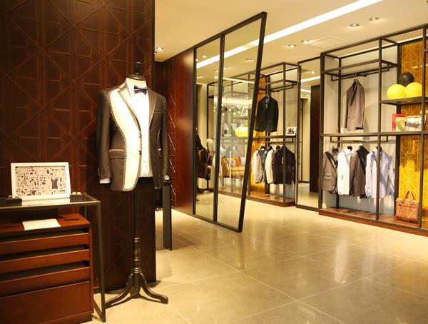 男装店铺陈列技巧,注重气氛营造及搭配灵感-陈列共和