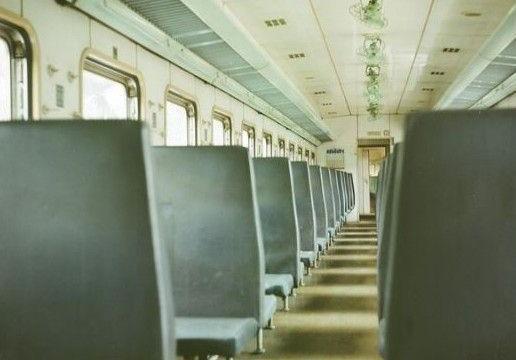 绿皮火车图片棕色