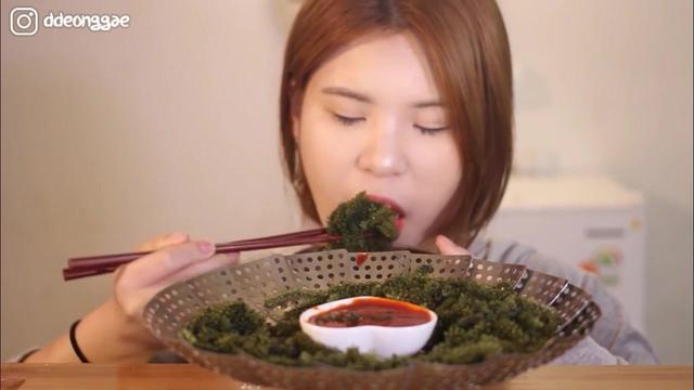 当顺吃播, 吃西瓜和新鲜的草莓, 咀嚼声看着好诱人呀