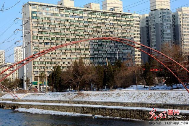 沈阳一大楼惊现300扇阳台 一辈子的买房大事要注意哪些问题
