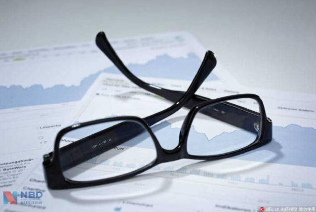 被称为暴利的眼镜行业,实际上赚不赚钱?