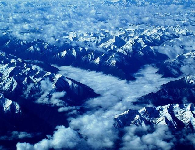 九名登山者攀登世界第七高峰时遇难 遗体现已送至加德满都