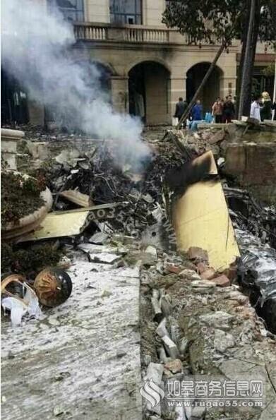 四川郫县1架飞机坠毁 飞行员跳伞逃生被警方带走_手机乐视视频
