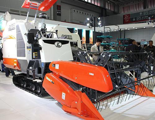 小型履带式收割机,专门用来收割水稻,很适合南方小块农田