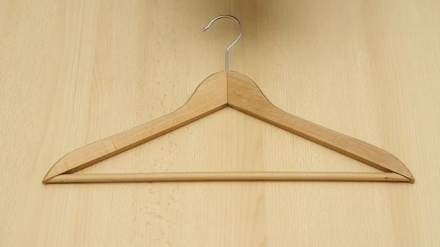 服装店墙壁挂衣架图片
