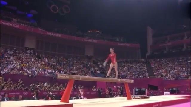 体操回顾-波诺儿平衡木决赛,表演起来干脆利落,可惜落地不稳!