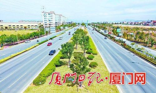 """翔安大道景观修复工程完工 采用""""环岛路式绿化""""风格"""