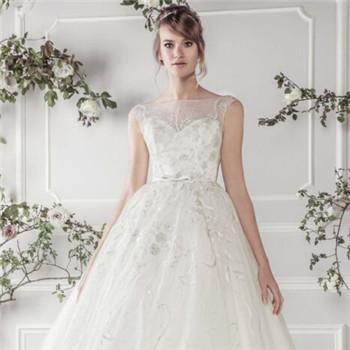 婚纱礼服选择注意事项_婚纱礼服种类需要几套【婚礼纪】
