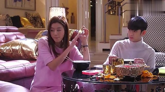 花絮:全智贤演技太好,逗笑金秀贤,你注意到他撩了下头发吗?