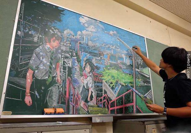 山西滨河小学美术老师赵文瑞黑板上创作粉笔画,这么美怎么舍得擦