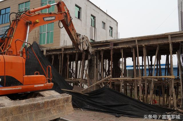 芗城:天宝镇强力破拆 集中开展两违专项行动
