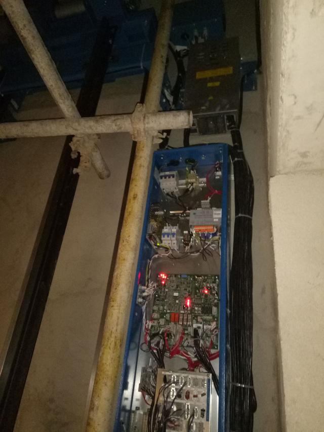 西奥无机房电梯安装图