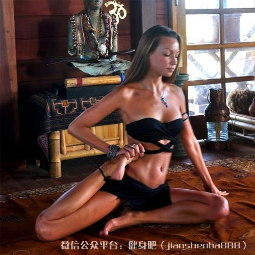 亮瞎眼!教你15个最性感的瑜伽姿势!