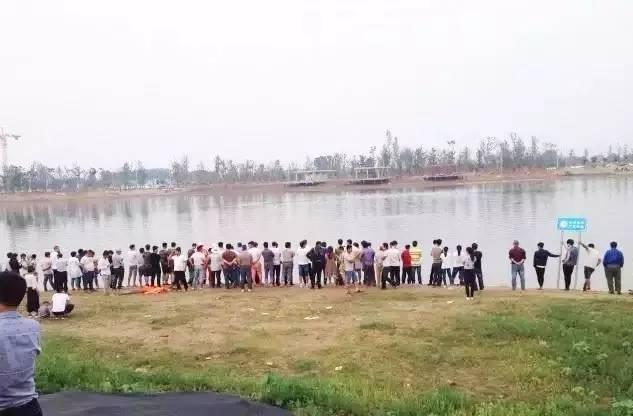 商丘男子横渡日月湖不幸溺亡,50多名救援队员下水搜救
