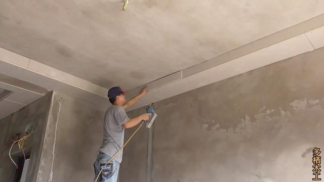 客厅吊顶做边吊,崁上不锈钢效果就是不一样