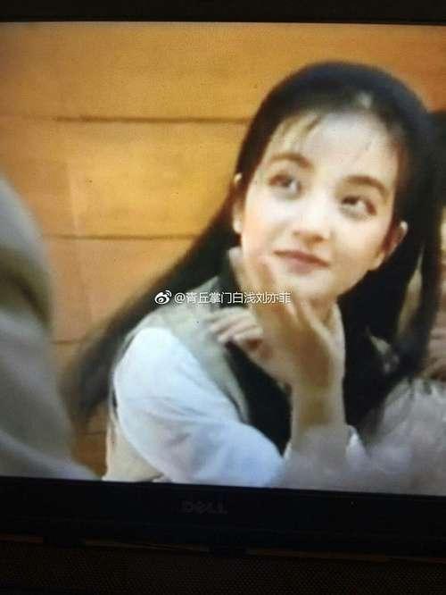 赵薇学生时代的旧照片,网友:难怪黄晓明会暗恋她