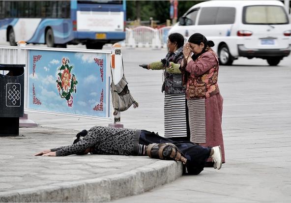 西藏朝圣唯美图片
