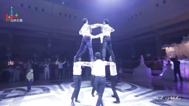 """堪称""""雄壮""""的中亚国家婚礼舞蹈,看到一半我就呆住了"""