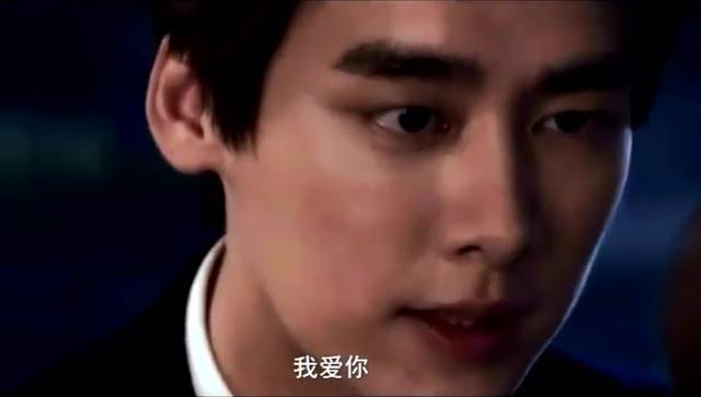 李易峰赵丽颖终于在一起了,拥吻好甜蜜