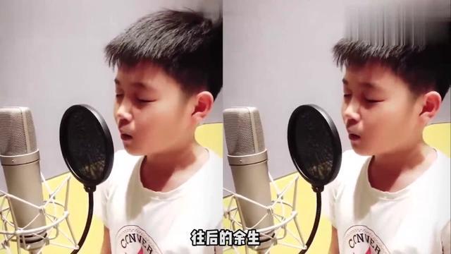 00后小帅哥翻唱《魔鬼中的天使》走红,老天赐的好嗓音!