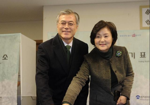 三年不鸣一鸣惊人:文在寅当选韩总统 儿子高帅气... _手机搜狐网