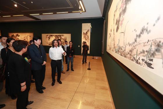 中国文联党组书记、副主席李屹到中国美术馆参观调研