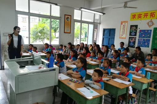陈家镇中心校开展清扫烈士陵园志愿服务