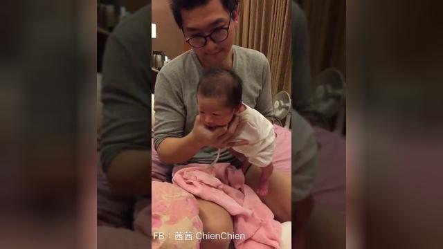 婴儿哭抱的姿势